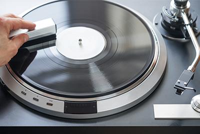 Reinigung einer Schallplatte