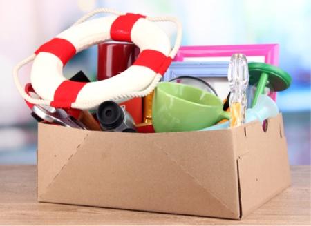 Ranger la maison et trier les affaires dans des cartons