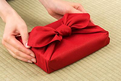 Emballage cadeau écologique furoshiki