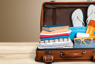livres de vacances dans une valise